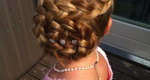 Schöne Hochzeit Frisur für Blumenmädchen