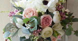 Der Clutch Bouquet besitzt noch die Stiele, die nach wie ... #besitzt #bouquet