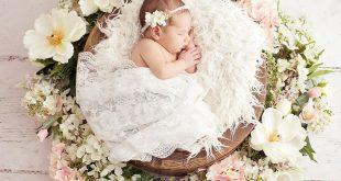 Neugeborenes Mädchen, Blumen, Frühling einrichten, Neugeborene Fotografie Besu...
