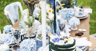 Tischdeko in der Farbe blau