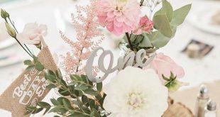 Tischmitte rosa Blumen Blumen Eukalyptus Dahlie Holz Scheibe Laser geschnittene Name Hes ... ...