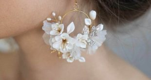 Very cute white flowers earrings