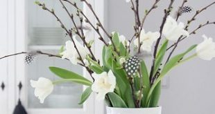 Zweige, Tulpen, schöne Vase - und schon sieht die Wohnung nach Frühling aus! (...